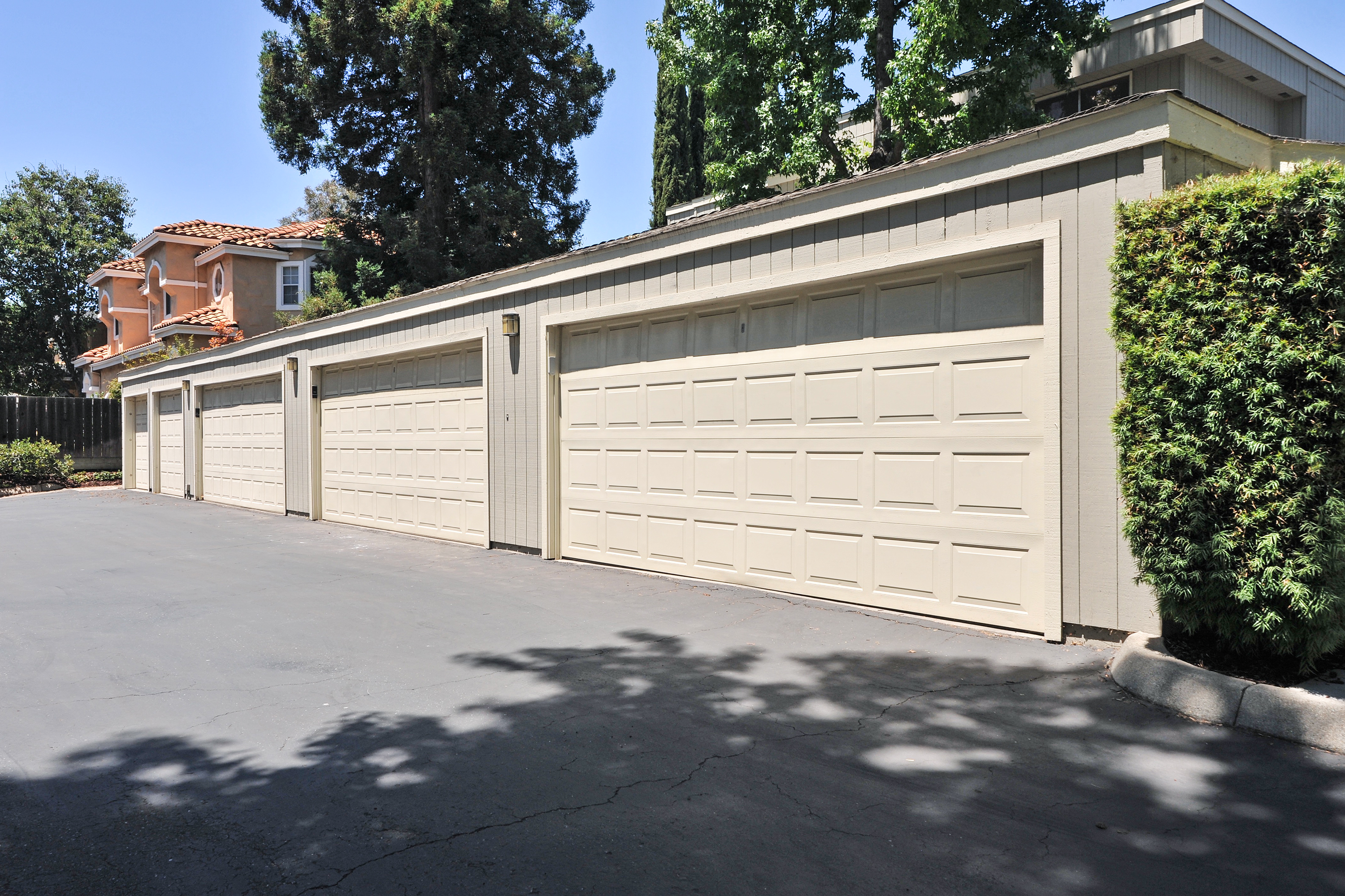 2-Car Detached Garage