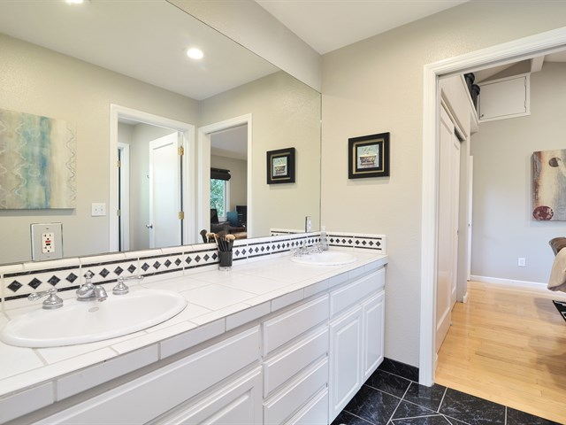 Los gatos real estate los gatos homes moving to - Jack n jill bath ...
