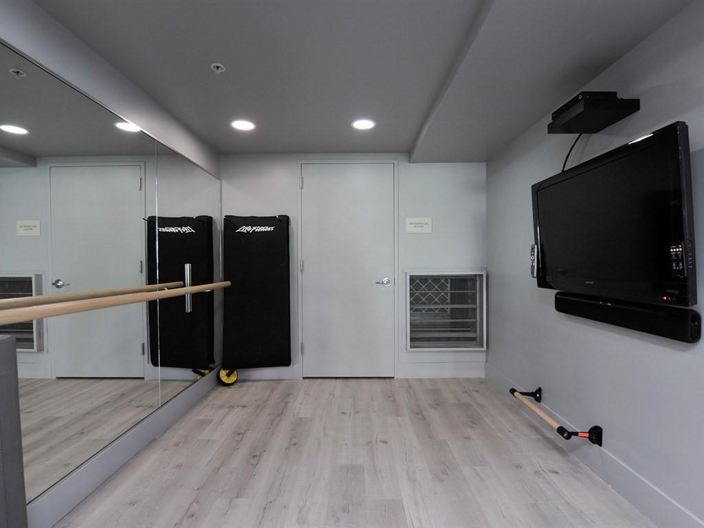 AXIS Yoga Room